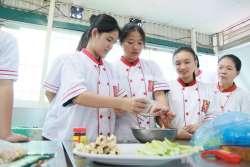 Võ Ngọc Hồng Anh, Trần Trung Tín khóa học nấu ăn gia đình tại Học Món Việt